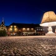 Niet de grootste Lampenwinkel maar wel de grootste lamp ter wereld
